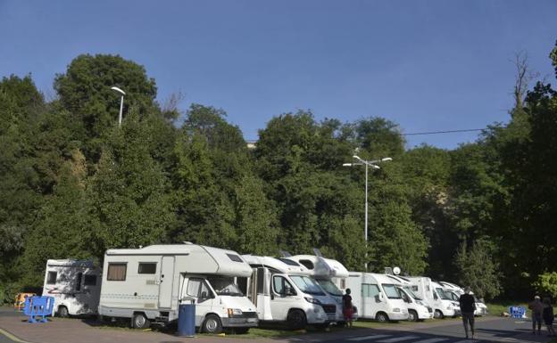 Comienzan a fumigar el parking de caravanas de Berio